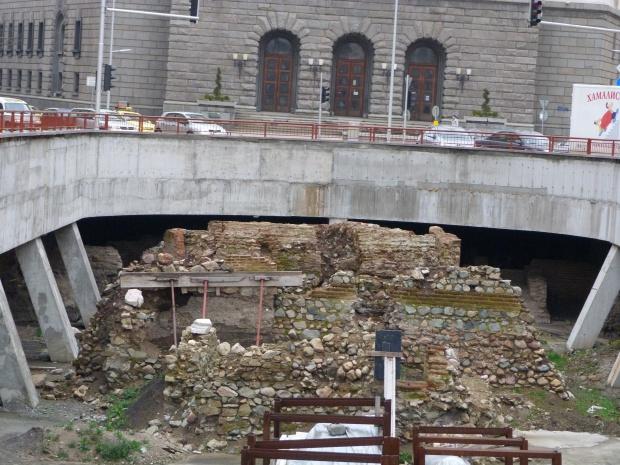 Отводняват разкопките на Ларгото, подготвят ги за зимния сезон