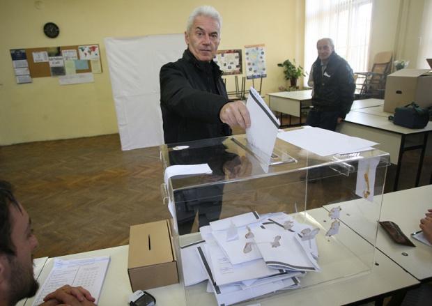 Сидеров чака добри резултати, Доган гласува безмълвно