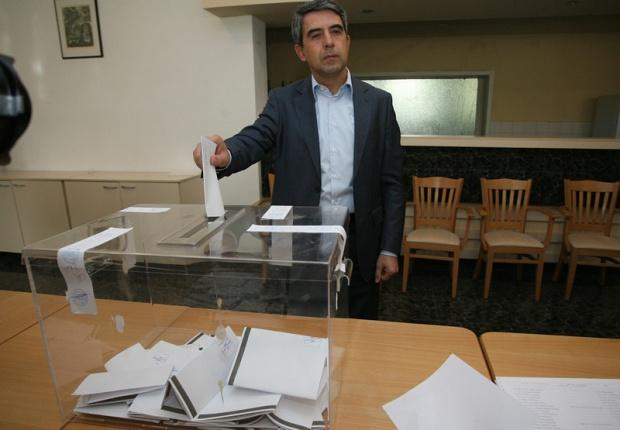 Плевнелиев призова България да гласува мощно