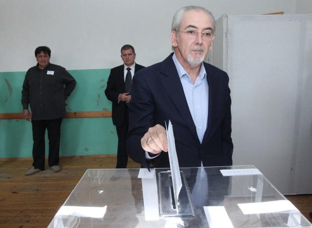 Миков зове за висока избирателна активност, Местан я очаква