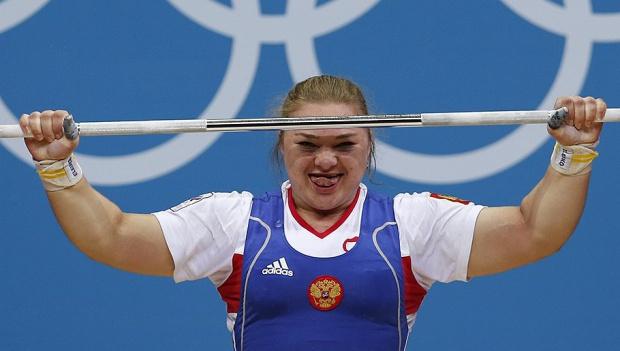 Рускиня подобри два пъти световния си рекорд в изхвърлянето