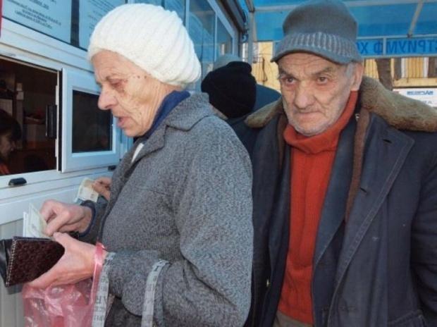 Започва изплащането на пенсии и коледни добавки