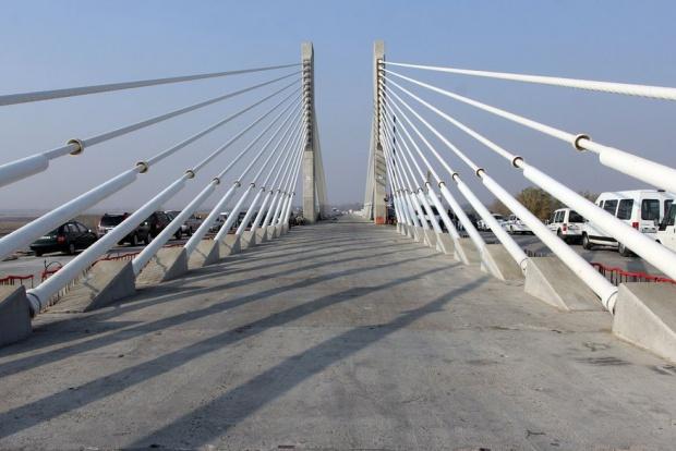 "Работници от ""Дунарит"" блокират Дунав мост"