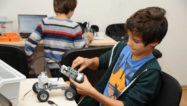 Как роботите помагат за обучението в техническите науки