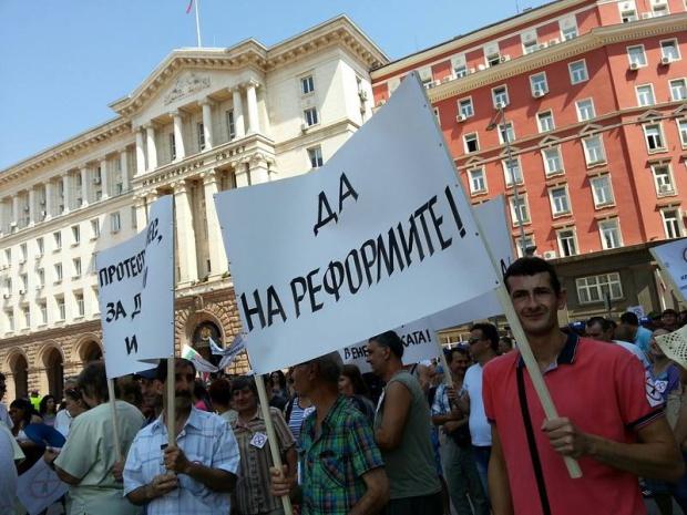 Синдикати и бизнес на бунт: Няма да плащаме кражбите в енергетиката