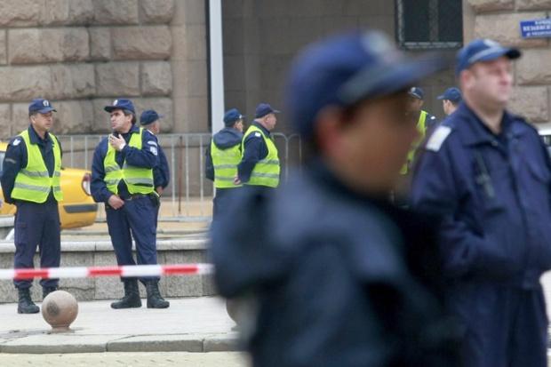 Издирват двама предполагаеми терористи у нас, извънредни мерки за сигурност