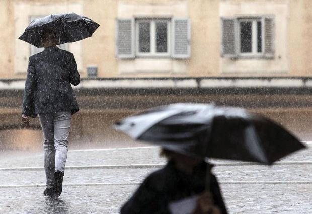 Вземете чадъра: Оранжев и жълт код за порои и бури