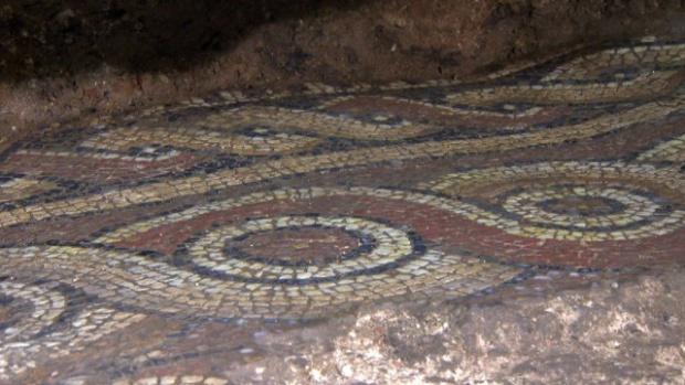Откриха уникална мозайка на 1600 години при разкопките на Ларгото