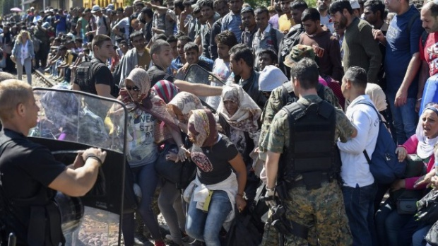 Европарламентът одобри разпределянето на 120 000 бежанци