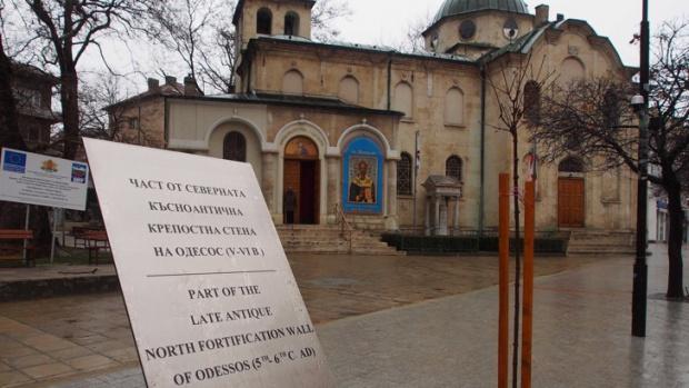 Скандал във Варна, заровиха антични предмети и ги описаха с табели