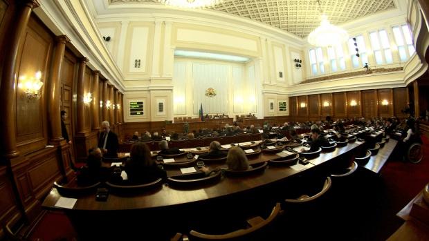 Народното събрание реши: ДАНС ще има достъп до информация за пътници на авиопревозвачите