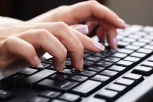 Всеки пети служител е склонен да продаде парола