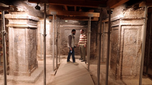 Откриха две нови камери зад гробницата на Тутанкамон