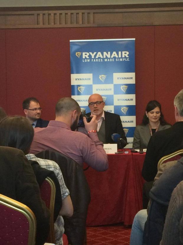 Дейвид О'Брайън: Ако концесията на летищата доведе до вдигане на таксите, Ryanair може да се премести и от България