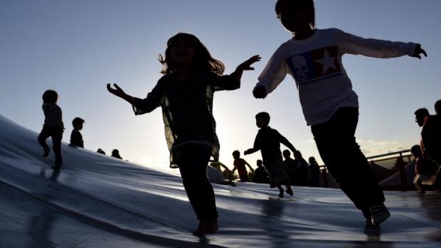 В България майчинството е най-дълго и най-много от децата до 3-годинки се отглеждат от родител
