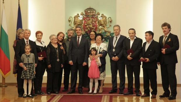 Президентът Плевнелиев награди творци, писатели и актьори  орден ''Св. св. Кирил и Методий''