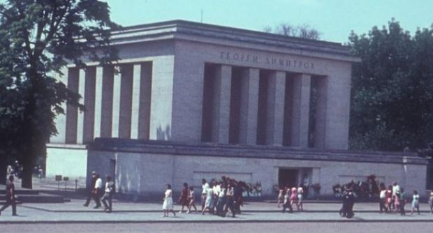 Вежди Рашидов: Не рушете музеи... днес щях да късам билети за мавзолея на Димитров