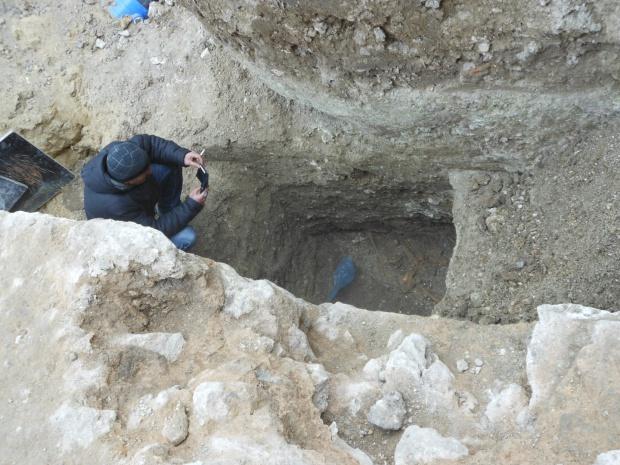 Мъж се бори за живота си след падане върху камък на археологически разкопки