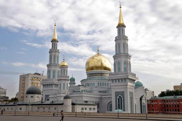 Путин дава милиарди за да защити мюсюлманите в Русия