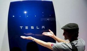 """Нов вид слънчеви батерии с финансов проблем при """"Тесла мотърс"""""""