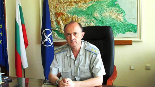 Генерал-майор Златко Златев подаде оставка. Ще прави експертизи в Авиоотряд 28