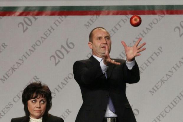 НСО се произнесе за хвърлената от Беновска към Радев ябълка в изборната нощ