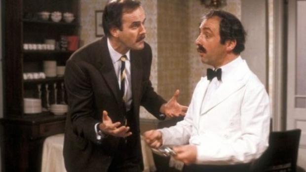 "Почина актьорът, който играеше сервитьора Мигел в сериала ""Фолти Тауърс"""