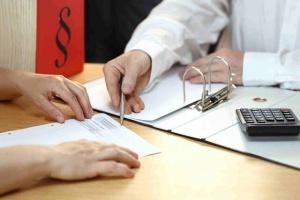 Юристи: Глобите за закъснение за работа са незаконни