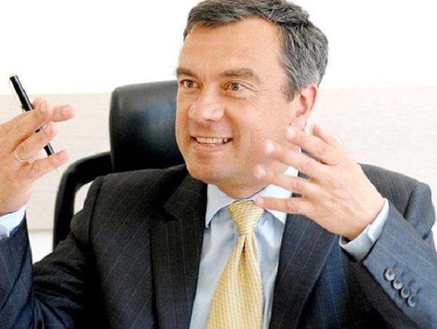 След масивен инфаркт почина Виктор Карабашев - най-младият вицепремиер в историята ни