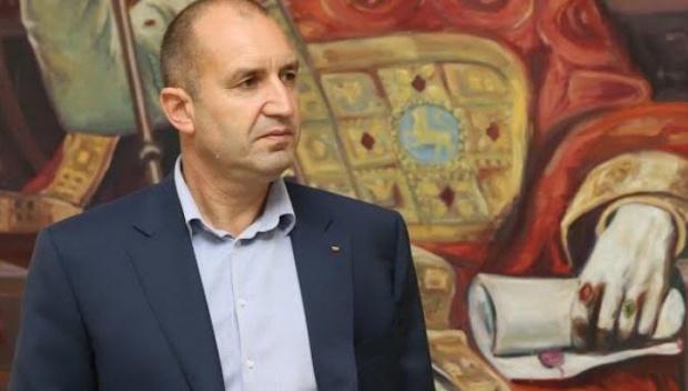 """""""NYT"""": България се учи как да балансира между Изтока и Запада"""