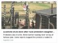 """Голи демонстранти убиха овца и се оковаха на входа на """"Аушвиц"""""""