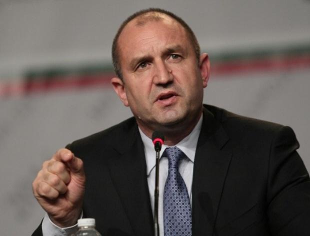 Спецслужбите на извънредно заседание при Радев за екстрадираните турци