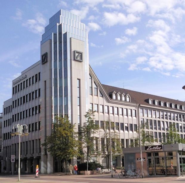 Фед със солена глоба за Дойче банк заради чуждестранната валта