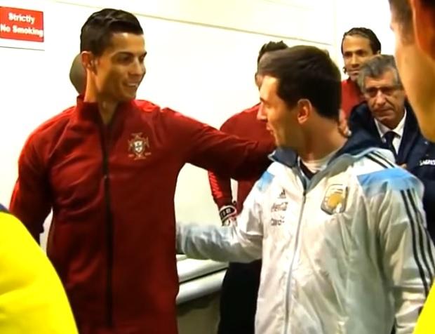 """""""Любовта е сляпа""""! Меси и Роналдо се натискат в Барселона (СНИМКА)"""