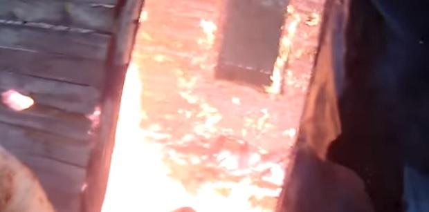 Пенсионер заля с бензин и опожари оранжерията на комшия в Първомай
