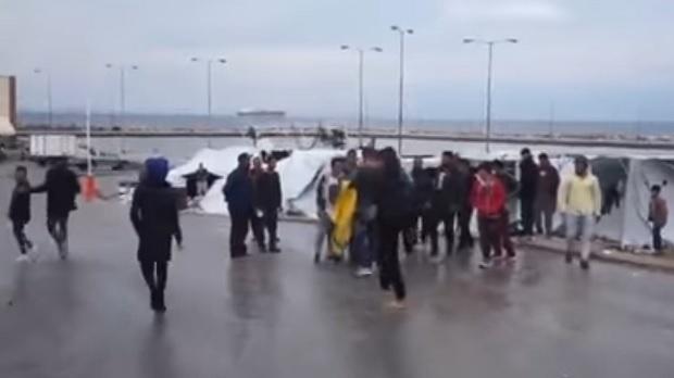 Масови безредици в бежанския лагер на о-в Хиос, има задържани