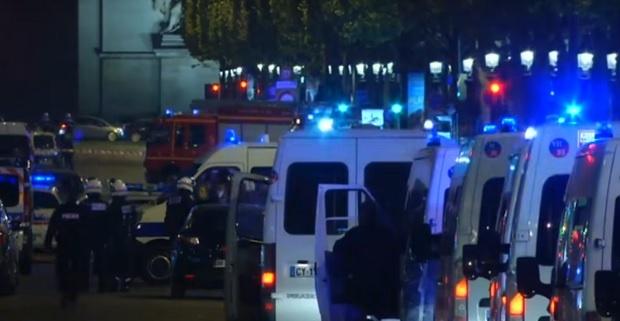 """Намериха оръжия в автомобила на терориста от """"Шанз-Елизе"""""""