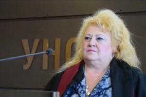 Преподавателката, уличена, че пуска студенти с празни листа – с