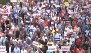 Хиляди на протест в Турция. Те излязоха по улиците на