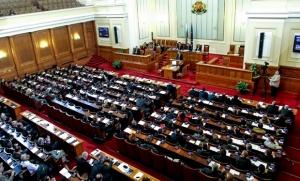 Снимка: Отново разправии в парламента заради снимките на Узунов