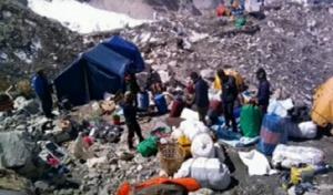 Природозащитници почистиха 5 тона отпадъци от Еверест. В кампанията се
