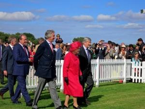 Британската кралицаЕлизабет Втора и съпругът й принц Филип почетоха с