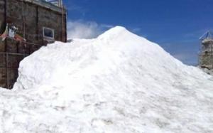 Снимка: Сняг през юни: На връх Мусала вали от няколко дни