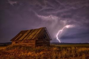 Опасно време в Съединените щати. Тропическата буря Синдидостигна южните части