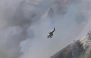 Поредна вълна горски пожари застрашава къщи в Калифорния. Огънят, който