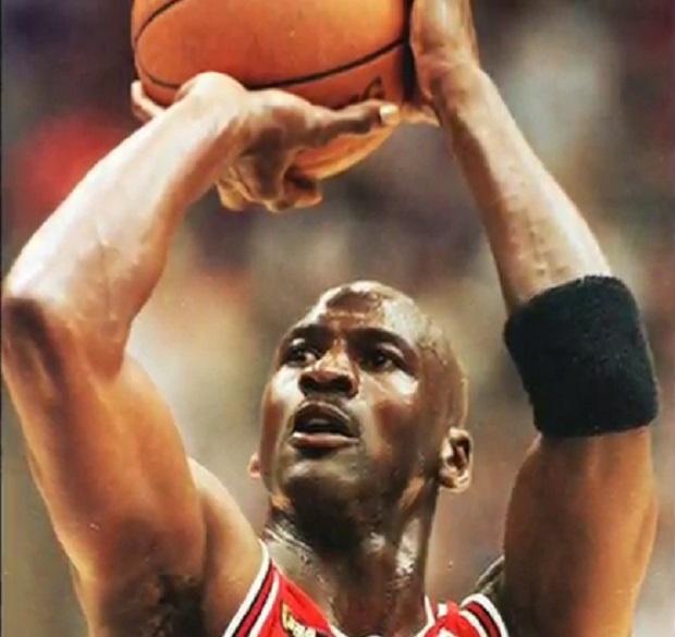 Маратонки на Майкъл Джордан бяха продадени за рекордните 190 373 долара