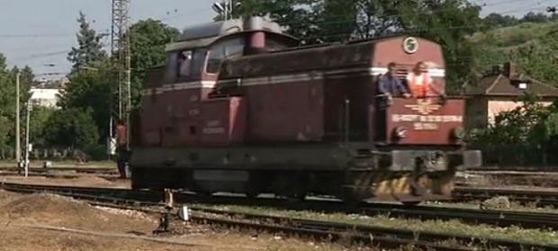Влак се запали в Костенец