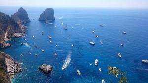 Кметът на о-ов Капри: 2 милиона туристи годишно е твърде много