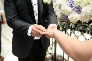 Млада булка от Таджикистан се самоуби 40 дни след сватбата