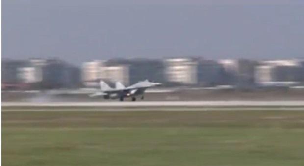 Радев: МиГ- овете летят не заради договорите с Полша, а заради нашите специалисти